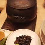 穂々恵み - 土鍋ご飯にはお漬物と味噌汁がついてくる