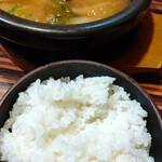 やきにく藤太 - テールスープとご飯