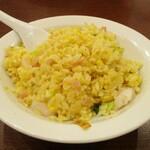 中国料理 茗華楼 - 海老炒飯 ハーフ:小海老、ハム、葱小口切り、玉子 が使われ、パラっとした食感で 美味しいですネ!     2020.12.20