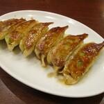 中国料理 茗華楼 - 自家製 焼き餃子(5個):熱々で火傷しない様に、美味しく頂きましょう!     2020.12.20