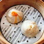 JOE'S SHANGHAI NEWYORK - 小籠包2種 左が推しの蟹入りのもの