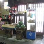 山本山 - 店内入口付近。