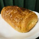 143106398 - ① 230円:パン オ ショコラ