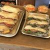 カドナ - 料理写真:辛うじてあった、レジ横のパン達。