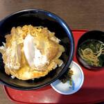 千力 - 料理写真:カツ丼にはお椀サイズの蕎麦付きです
