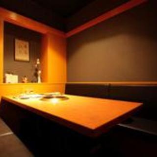 【自慢のお席】ゆったりとしたテーブル席と掘りごたつ席