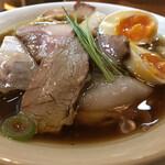 143121466 - 醤油の純鶏そば 特製(1,100円)