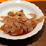 神楽坂 鉄板焼 中むら - 蝦夷鹿ロースのソテ マデラ酒をたっぷり注いだフォンドボー ジャンボマッシュルーム 黒トリュフとご一緒に