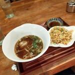 台湾家庭料理 黄さんの家 - 飲茶セットの第一弾、ラーメンと炒飯、サラダ、ハーフサイズです