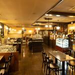 ROASTERY CAFE GARASHA RORO - コロナ対策、広い店内でごゆっくりと