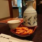 茅場町 長寿庵 - 菊正宗をチビリやりなが焼鳥を待つ...カリカリカリ