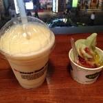 ハッピータイム - マンゴースムージーと緑茶ソフト ヨーフルト