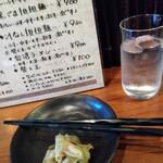 熊猫飯店 - ザーサイを頂きながらじっくり待ちます。