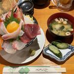 天満産直市場 - こぼれ海鮮丼 1000円なり