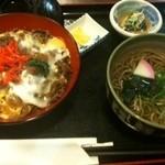 田舎料理 俵山 - 馬肉丼と蕎麦セット