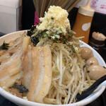 自家製太麺 ドカ盛 マッチョ - まぜそば中 野菜増し ニンニク増し あぶら少なめ 魚粉ふつう トッピングうずら