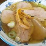 新清 - 料理写真:チャーシュー麺!厚手のチャーシューが6枚(1枚重なり)!