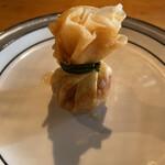 Minematsuya - トゥントーン=揚げ春巻き トゥンは袋、トーンは金 ってことで縁起物らしいです。 巾着袋に見えなくもない。