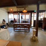 Minematsuya - 店舗奥より入り口側を見る。 床はモルタル仕上げ