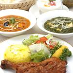 アショカ - お料理は、贅沢なまでに香辛料を使って焼かれた「タンドリー」料理や本場インドと同様にスパイスを贅沢に使った本格的カレー料理など、