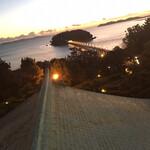 143160496 - 竹島と三河湾手前の屋根が車寄せ