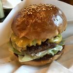 ゴールデンブラウン - アボカドチーズバーガー 1,450円
