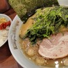 Kimpachiya - 料理写真:中盛りラーメンにほうれん草増し、ライスです。