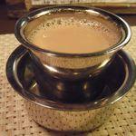 南インド家庭料理 カルナータカー - マドラス式ミルクコーヒー(\400)
