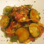 タイーム - 2021・8・13 黒ベーコンと夏野菜のトマトソースパスタ