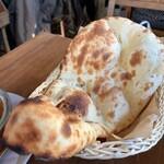 スーリヤ サジロ - ナン、バターナシです。