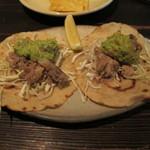 メキシコ料理エルソル - タコス カルニータ 600円 豚の煮込