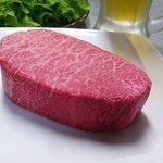 焼肉 激 - 赤身の部分がとにかく美味しい。写真は希少部位のマルシン(シンシン)!!