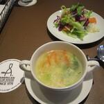 アメリカンクラブハウス - ランチのスープとサラダ