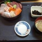 中央食堂 - 海鮮丼(大盛)