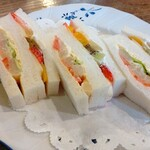 カフェ・バール こうべっこ - 料理写真:フルーツサンドと白アスパラ