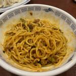 上海餃子 りょう華 - レンゲ2杯で混ぜ込む。