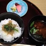 たん熊北店 - 料理写真:ご飯、赤だし、香の物