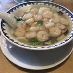 中華飯店 康楽 - 麺が見えないくらいの海老(♡ღ♡у)