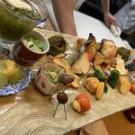 祇園ゆやま - 超豪華!全部美味しい!特に手前のマスカットの辛子味噌和えが珍しくて美味しい!