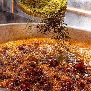 醬はスパイスから作ります。
