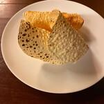 タリカロ - 3種のパパドつき。塩気が美味しい!
