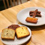 バタフライエフェクト - 焼き菓子。パウンドケーキ3種(アールグレイ・チョコ・レモン)、フィナンシェ、ビスコッティ