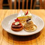バタフライエフェクト - りんごのキャラメルタルト、いちごのショートケーキ、モンブラン