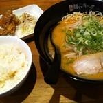 こもんど - 辛味噌豚骨拉麺Aset(白ごはん+からあげ(2個))