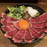 肉タレ屋 - ローストビーフ丼のアップ