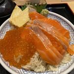 鮨・酒・肴 杉玉 - サーモン親子丼