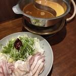 六傳屋 - 二色太極坦々鍋