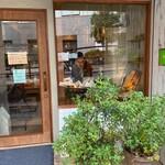 143241753 - お店の前のグリーンの鉢植えもナチュラルなファサード♡