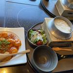 旬のお料理・釜飯 いちえ - 平日限定のえびちり定食全景