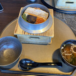 旬のお料理・釜飯 いちえ - 厚切り鮭といくらの釜めし全景
